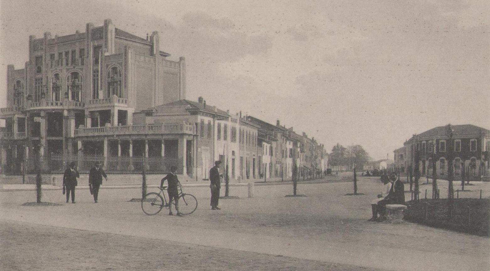 Palazzo Panfilio, primi anni '20 - da https://www.facebook.com/ferraraincartolina/