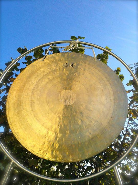 Bagno di suoni con gong campane armoniche e altri - Bagno di gong effetti negativi ...