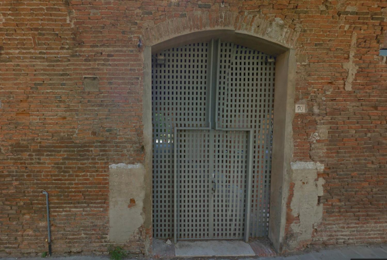 L'ingresso di via Mortara 70, oggi, è un parcheggio in uso all'Università di Ferrara - da Google Street View