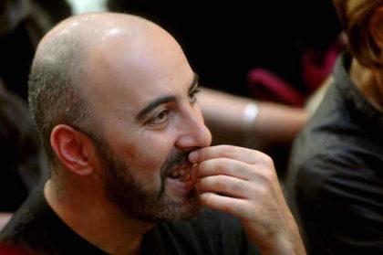 Bologna - 20/04/2011 - lo scrittore Gianluca Morozzi ascolta il collega Paolo Nori alla libreria Ambasciatori (Roberto Serra / Iguana Press)