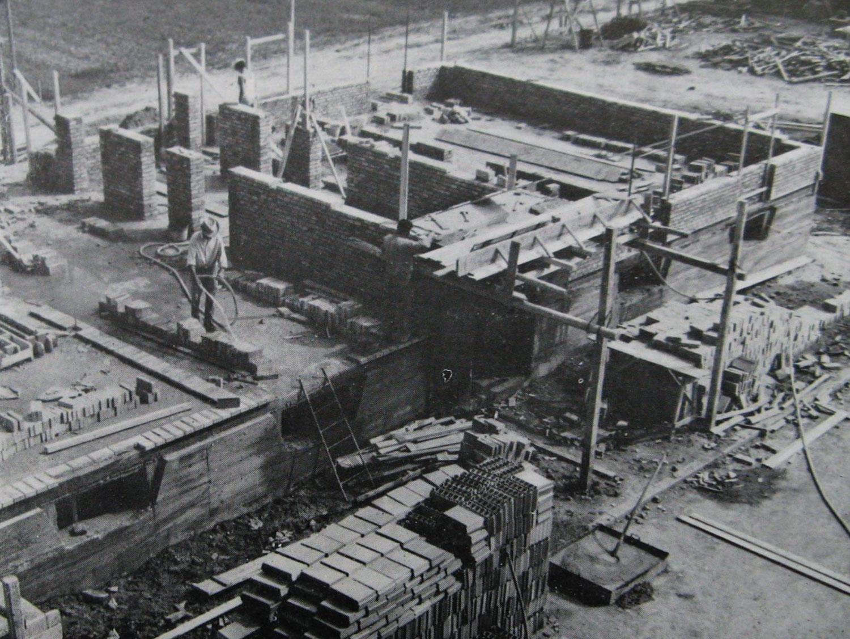 Costruzione delle prime case minime in via Bianchi