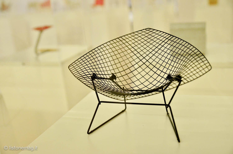 100 piccolissime sedie di design tutte insieme